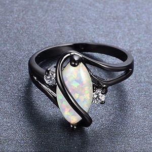 Jewelry - Big Opal Black Gold Ring